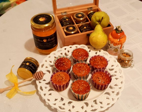 Honey cupcakes with pears
