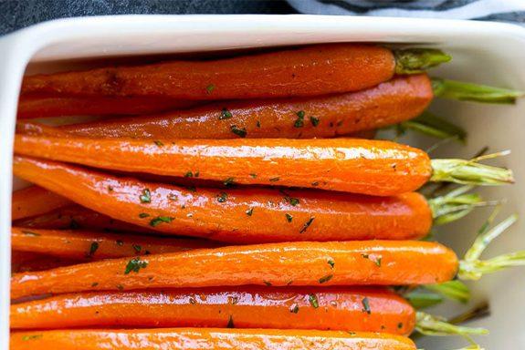 Печени глазирани моркови